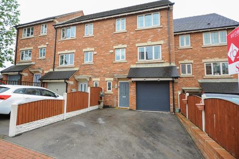 4 bedroom terraced house for sale - Martindale Close, Chesterfield