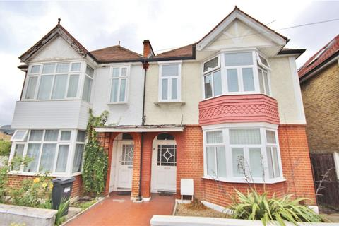 4 bedroom semi-detached house for sale - Pownall Road, Hounslow, TW3