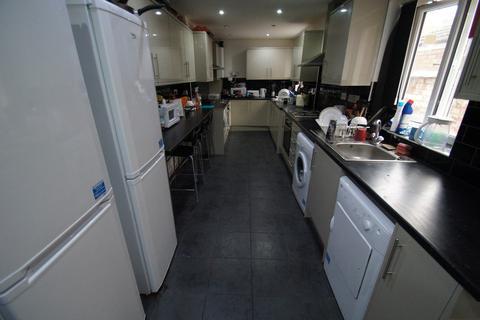 8 bedroom terraced house to rent - Wren Street, Hillfields, Coventry, CV2 4FT