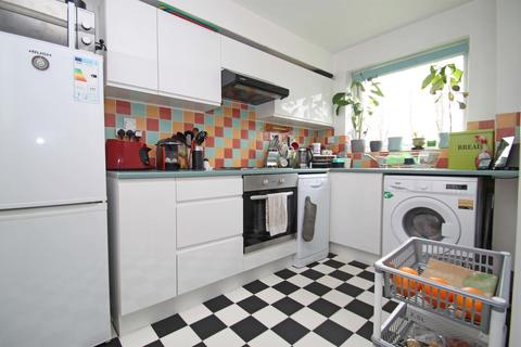 1 bedroom flat to rent - Larch Close, Friern Barnet, N11