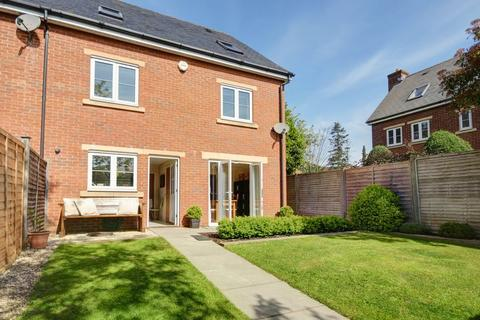 5 bedroom terraced house to rent - Fleming Way, Exeter