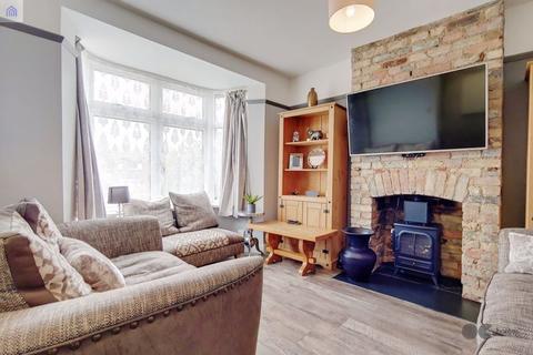 2 bedroom detached house for sale - Cherry Tree Lane, Rainham