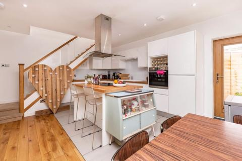 2 bedroom terraced house for sale - Willow Street, London