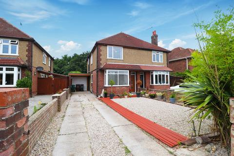 3 bedroom semi-detached house for sale - Barn Hall Avenue, Colchester, CO2