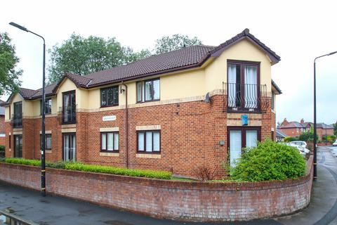 2 bedroom apartment for sale - Highbury Avenue, Flixton, Manchester, M41