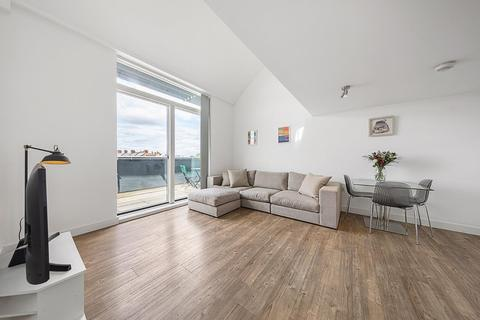 2 bedroom penthouse - Milles Square, SW9