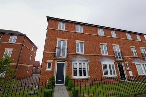 4 bedroom townhouse for sale - Aylesford Mews, Greystoke, Sunderland