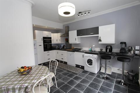2 bedroom property to rent - Flixton Road, Urmston, Manchester