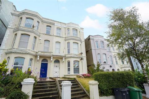 2 bedroom flat for sale - Priory Avenue, Hastings, East Sussex