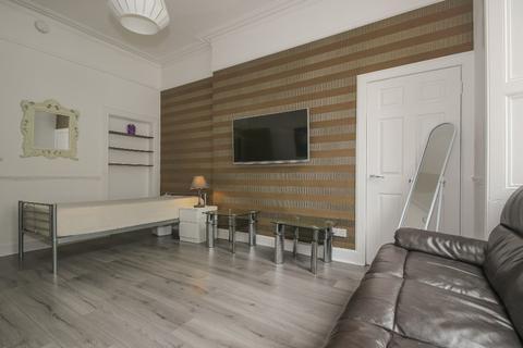 3 bedroom flat to rent - Dalmeny Street, Leith Walk, Edinburgh, EH6 8PF