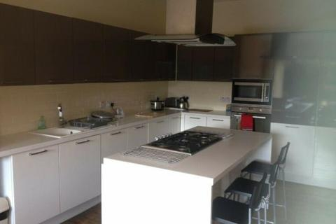 5 bedroom house share to rent - Kenley Road, London SW19