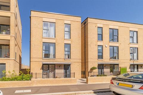 4 bedroom townhouse for sale - Osprey Drive, Trumpington, Cambridge, Cambridgeshire