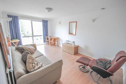 2 bedroom flat to rent - Woodrow Court, Tottenham, N17