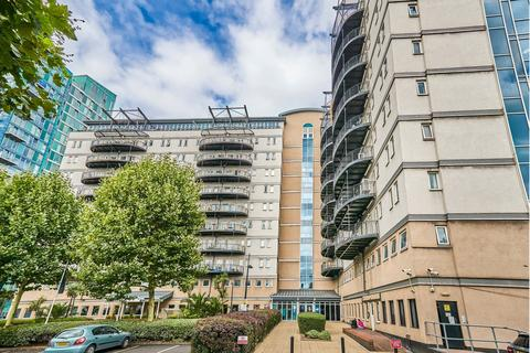 2 bedroom flat to rent - High Street, Stratford, E15