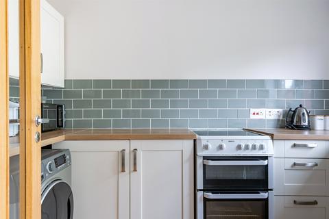 2 bedroom flat for sale - Copse Lane, Horley, Surrey, RH6