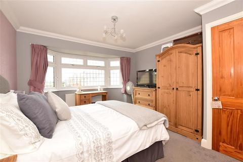 3 bedroom semi-detached house for sale - Simpson Road, Rainham, Essex