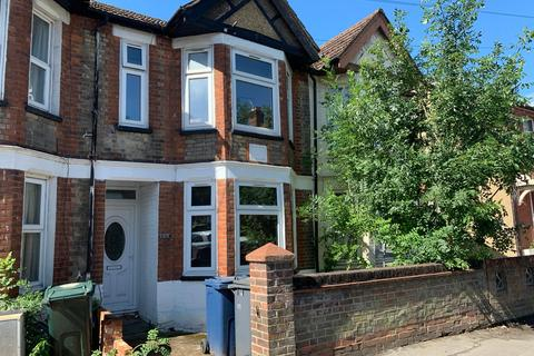 5 bedroom property to rent - West wycobe Road, High Wycombe  HP12