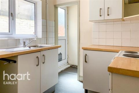 3 bedroom terraced house to rent - Basingstoke Road, Reading, RG2 0HN