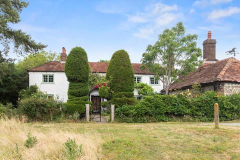 3 bedroom detached house for sale - Bradmore Green, Coulsdon, CR5.