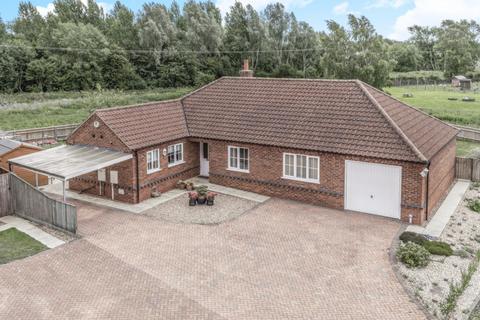 3 bedroom detached bungalow for sale - Corn Close, Horncastle, Lincs, LN9 5ST