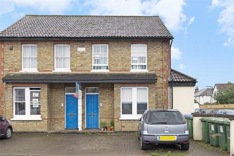 2 bedroom flat for sale - Beauchamp Road, WEST MOLESEY, Surrey