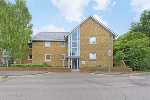 2 bedroom flat for sale - Molesey Road, Hersham, WALTON-ON-THAMES, Surrey