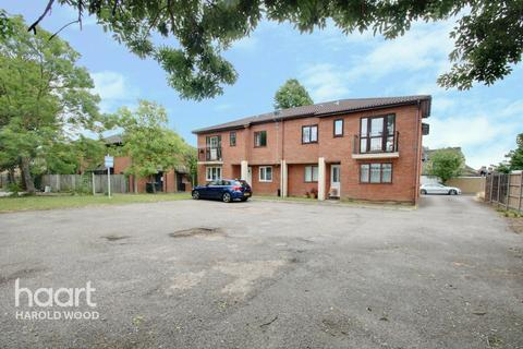 1 bedroom flat - Oak Road, Romford