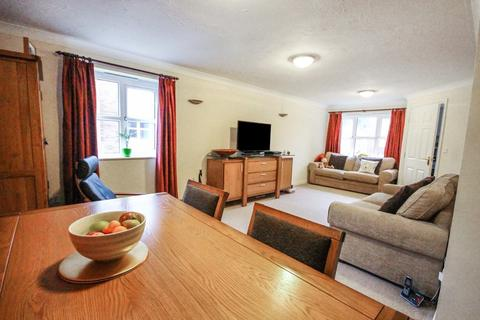 2 bedroom apartment to rent - Beamont Drive, Off Strand Road