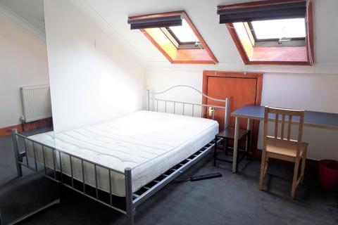 2 bedroom apartment to rent - Shepherds Bush Road, Hammersmith