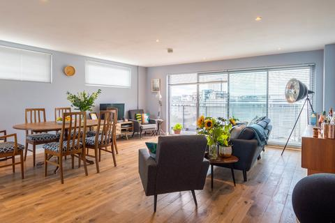 2 bedroom apartment for sale - Quay One, Leeds City Centre