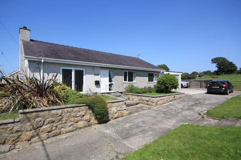 3 bedroom semi-detached bungalow for sale - Rhostryfan, Gwynedd