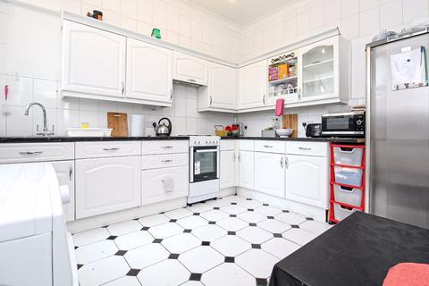 4 bedroom semi-detached house - Arcadian Gardens, Wood Green, N22
