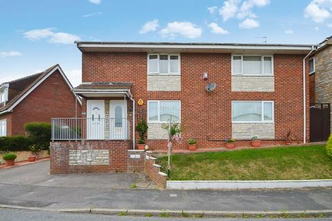 2 bedroom house for sale - LIGHT AND AIRY TWO DOUBLE BEDROOM GROUND FLOOR APARTMENT WITH GARAGE AND NO ONWARD CHAIN.