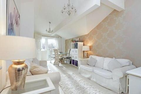 2 bedroom apartment for sale - Holroyd Road, Claygate, Esher