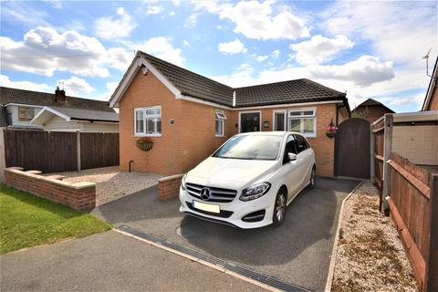 2 bedroom detached bungalow for sale - Princes Avenue, Mayland