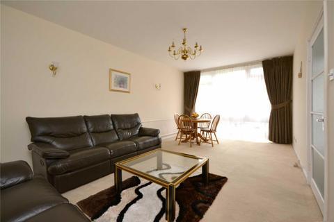 2 bedroom apartment to rent - 63 Holden Road, Woodside Park