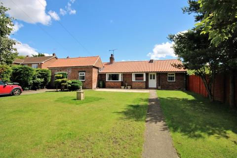 3 bedroom bungalow to rent - The Village, Stockton On The Forest York