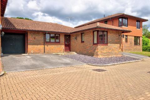2 bedroom bungalow for sale - Marshcourt, Lychpit, Basingstoke