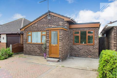 2 bedroom bungalow for sale - Craven Avenue, Canvey Island