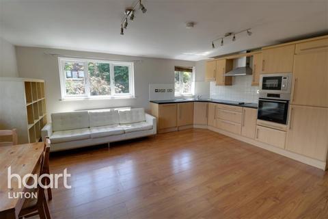 2 bedroom flat to rent - Treetop Close, Luton