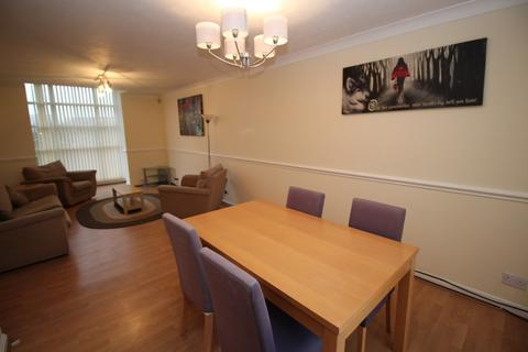 2 bedroom apartment to rent - Linen Court, Trinity Riverside, Salford, M3