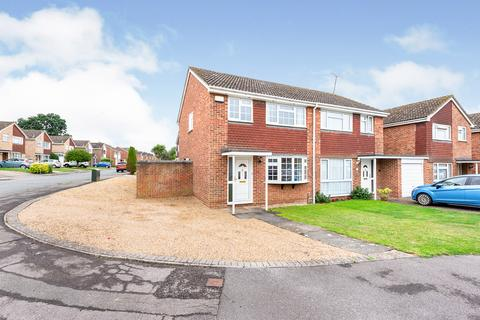 3 bedroom semi-detached house for sale - Benning Way, Wokingham