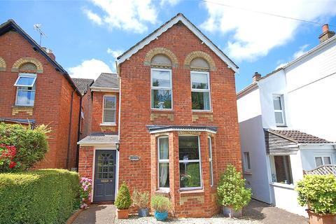 3 bedroom detached house for sale - Church Walk, Charlton Kings, Cheltenham, Gloucestershire, GL53