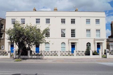2 bedroom apartment to rent - 2 bed flat to let, New Road Avenue, Chatham