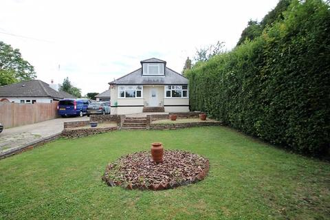 4 bedroom detached bungalow to rent - Amersham Road, High Wycombe