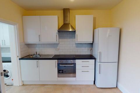 2 bedroom maisonette to rent - Hove Avenue, Walthamstow E17