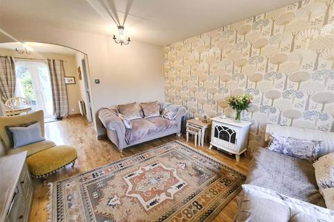 3 bedroom semi-detached house for sale - Amberley Close, Howdon, Tyne And Wear, NE28