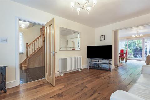 3 bedroom semi-detached house for sale - Warren Drive, Hornchurch, RM12 4QZ
