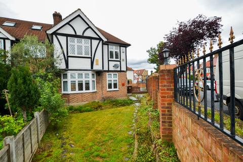 4 bedroom end of terrace house for sale - Greencroft Road Heston