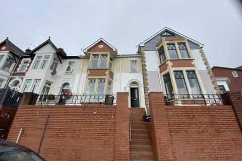 4 bedroom end of terrace house for sale - Park Avenue, Barry